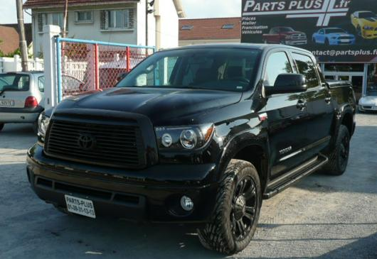 TOYOTA TUNDRA LIMITED CREW MAX Black edition